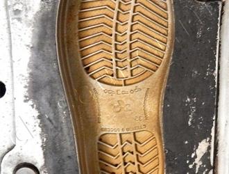 Очистка обувных пресс-форм криобластингом (До)
