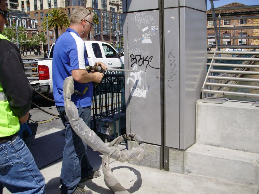 Услуги по удалению граффити со стекол и фасадов